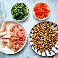 腊八豆炒肉的做法图解1