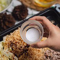 超级好吃的泰式小吃猪肉末炒方便面的做法图解11