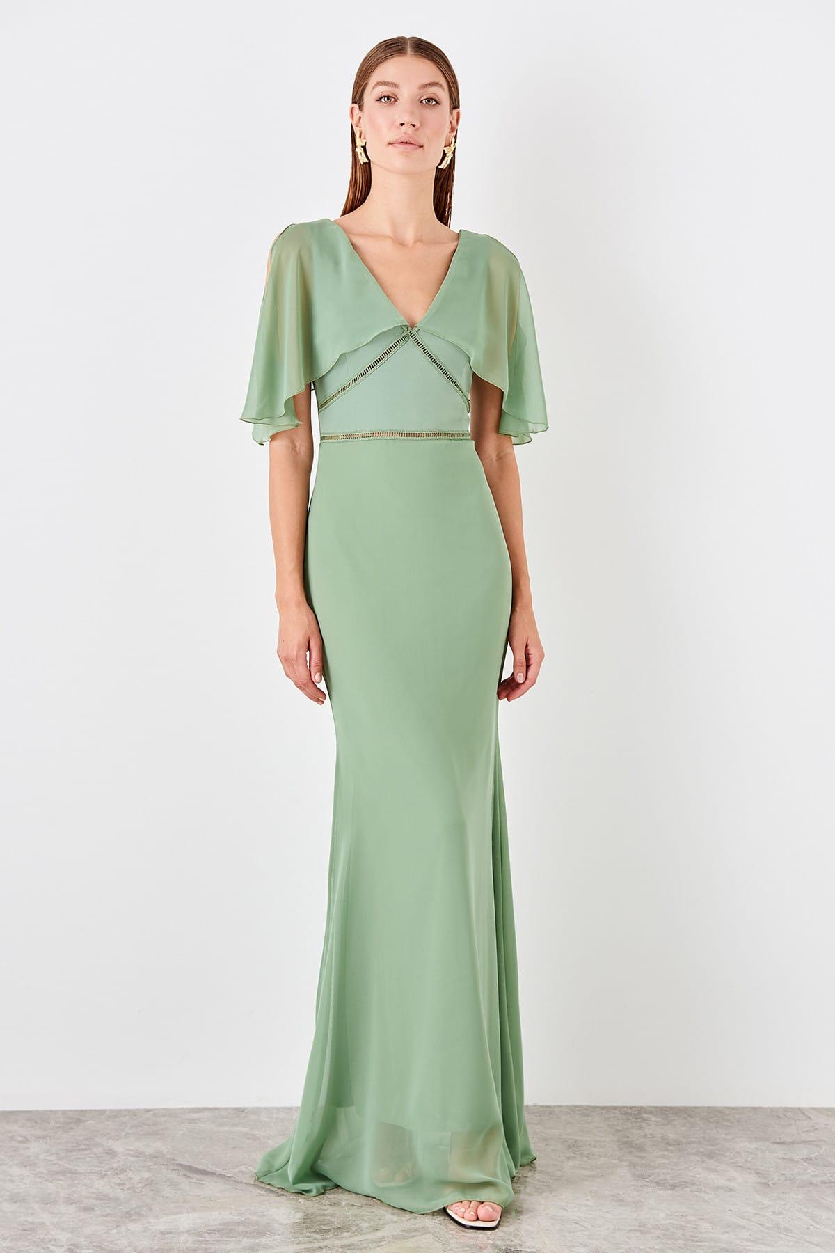 Trendyol Low-Cut Detailed Evening Dress TPRSS19FZ0479