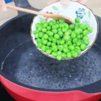 豌豆蛋黄泥的做法图解1