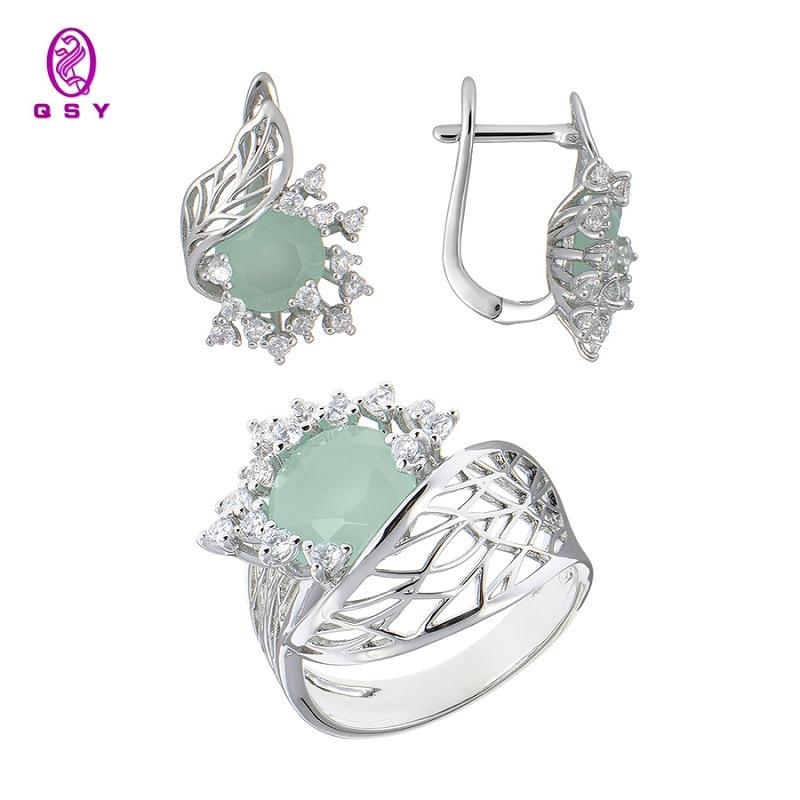 Bijoux de luxe qsy ensembles pour femmes. Belles boucles d'oreilles femme avec pierres. Bague large avec fleur zircon vert