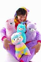 Мягкие игрушки плюшевые Альпаки разных цветов, Радужная, Сиреневая, Розовая, Белая.