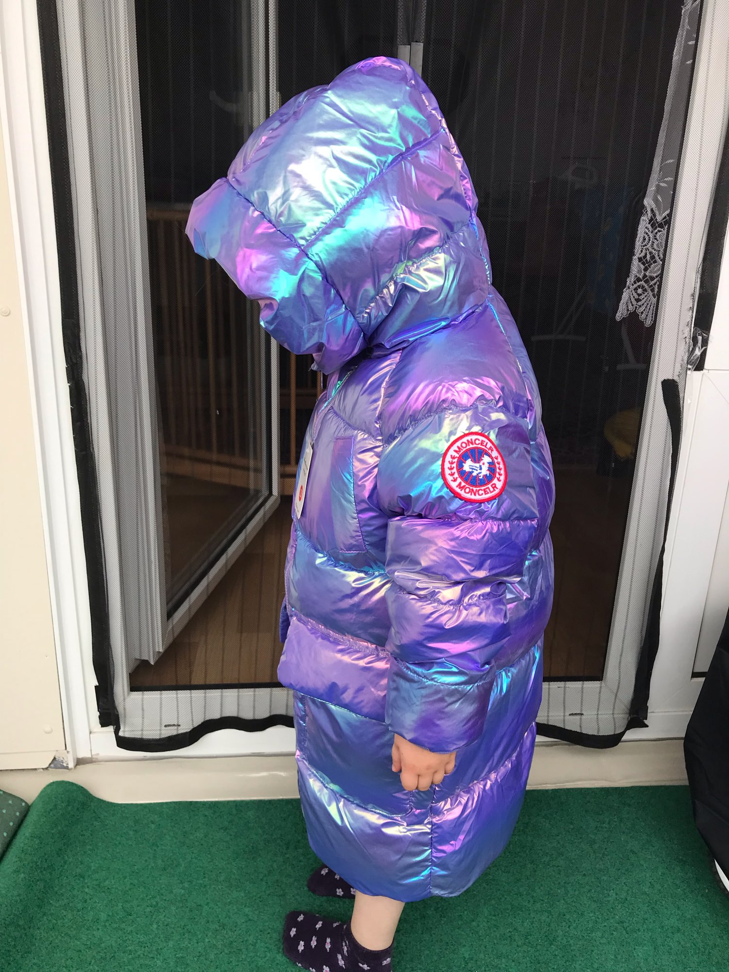 I am satisfied with the jacket, it is unfortunately not water-repellent; lightweight, looks beautiful; our girl is thin 15.5 kg, height 102 cm; the size fits well, there is a margin;