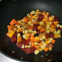 土豆腊肠焖饭的做法图解5