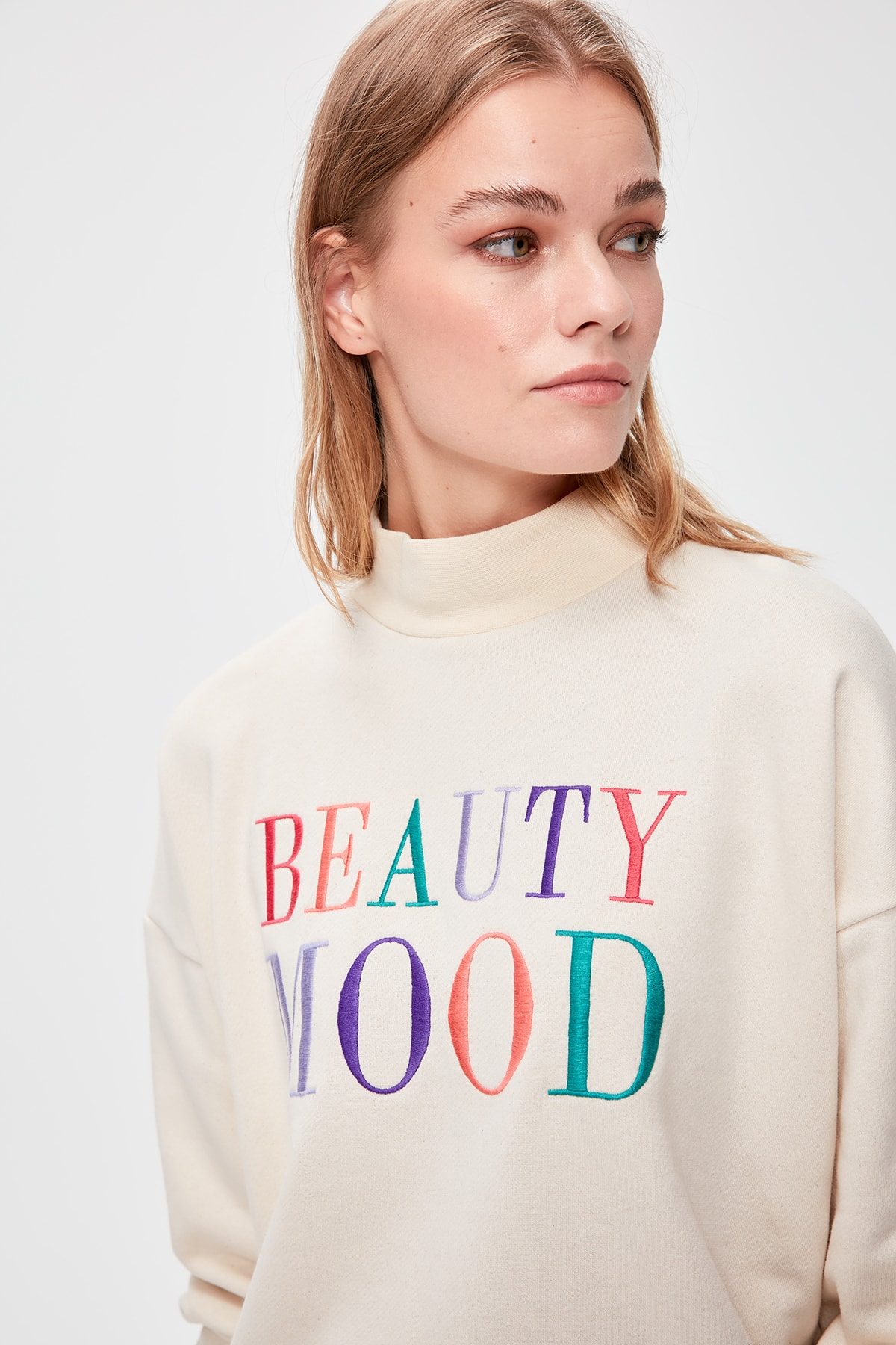 Trendyol Beige Embroidered Knitted Sweatshirt TWOAW20SW0256