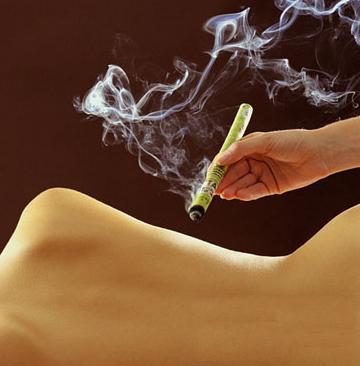 艾灸在夏季是最适合的中医针灸方式-养生法典
