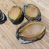 年味菜—鲍鱼香肠煲仔饭的做法图解2