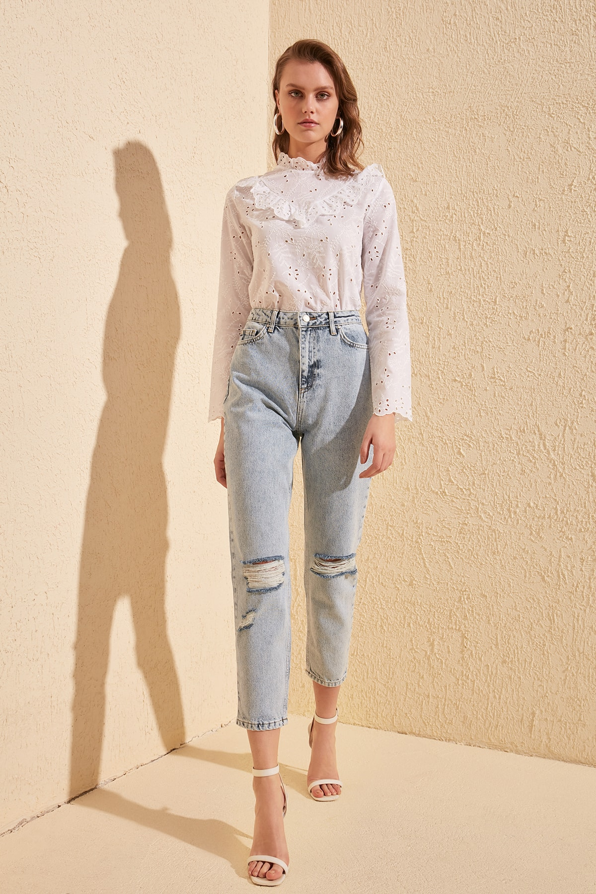 Trendyol Ripped Detailed High Bel Mom Jeans TWOSS20JE0289