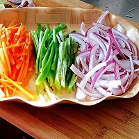 #百变鲜锋料理#胡萝卜洋葱炒羊肉的做法图解7