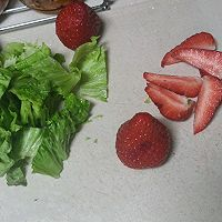 〔沙拉〕冰激凌草莓沙拉的做法图解3