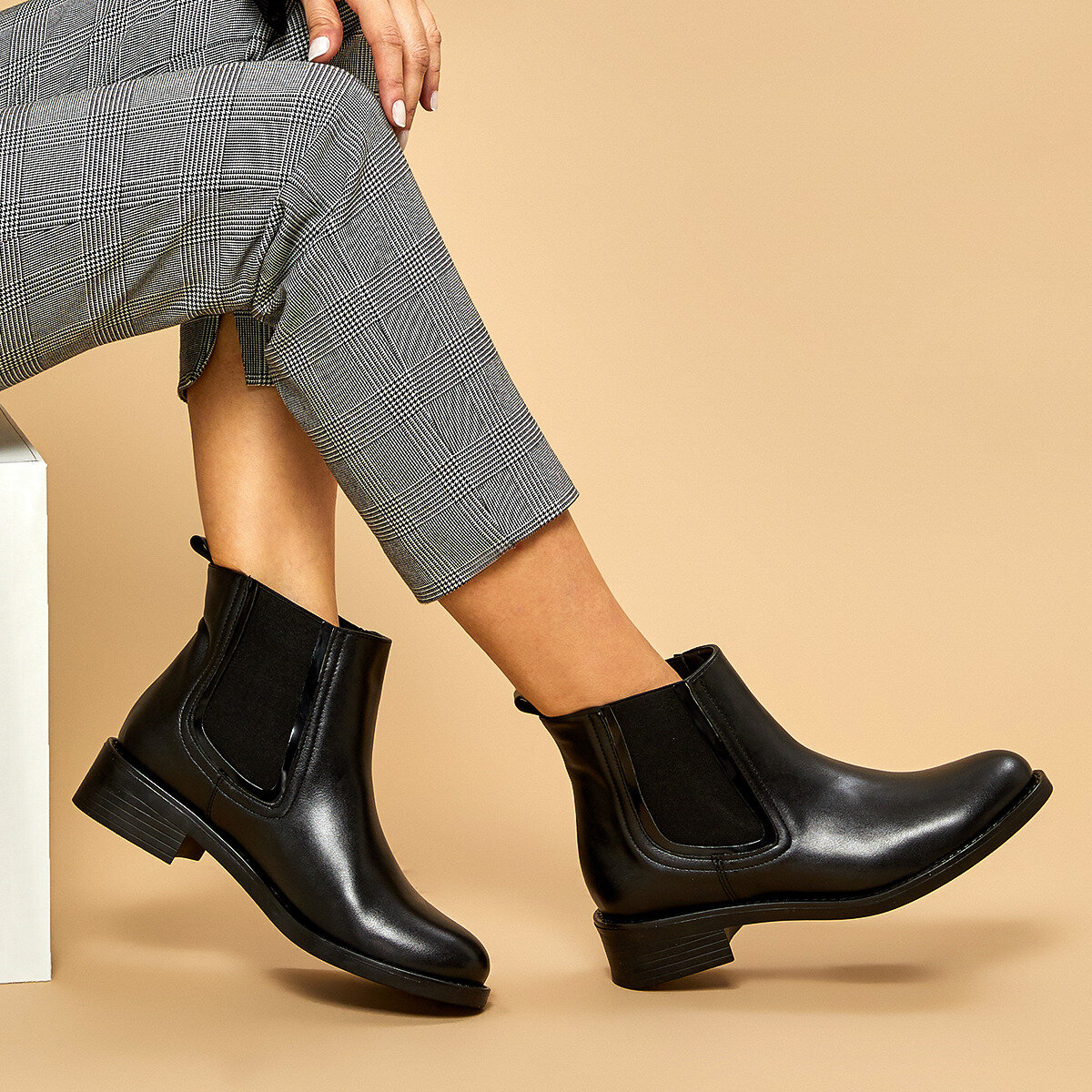FLO 19K-004 Black Women Boots BUTIGO