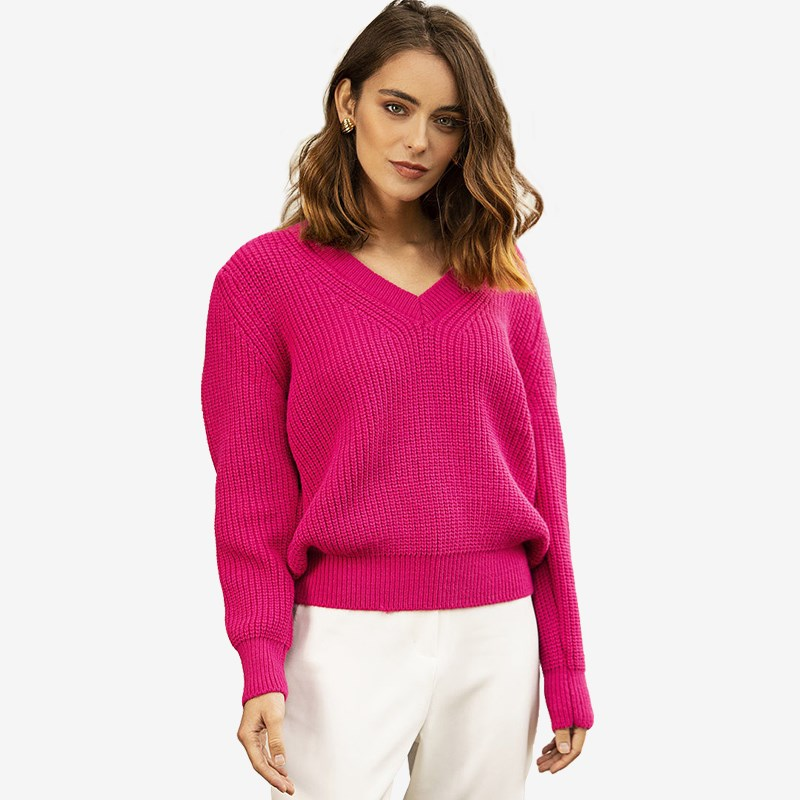 Sweater. Color fuchsia. geometric fake diamond embellished ring