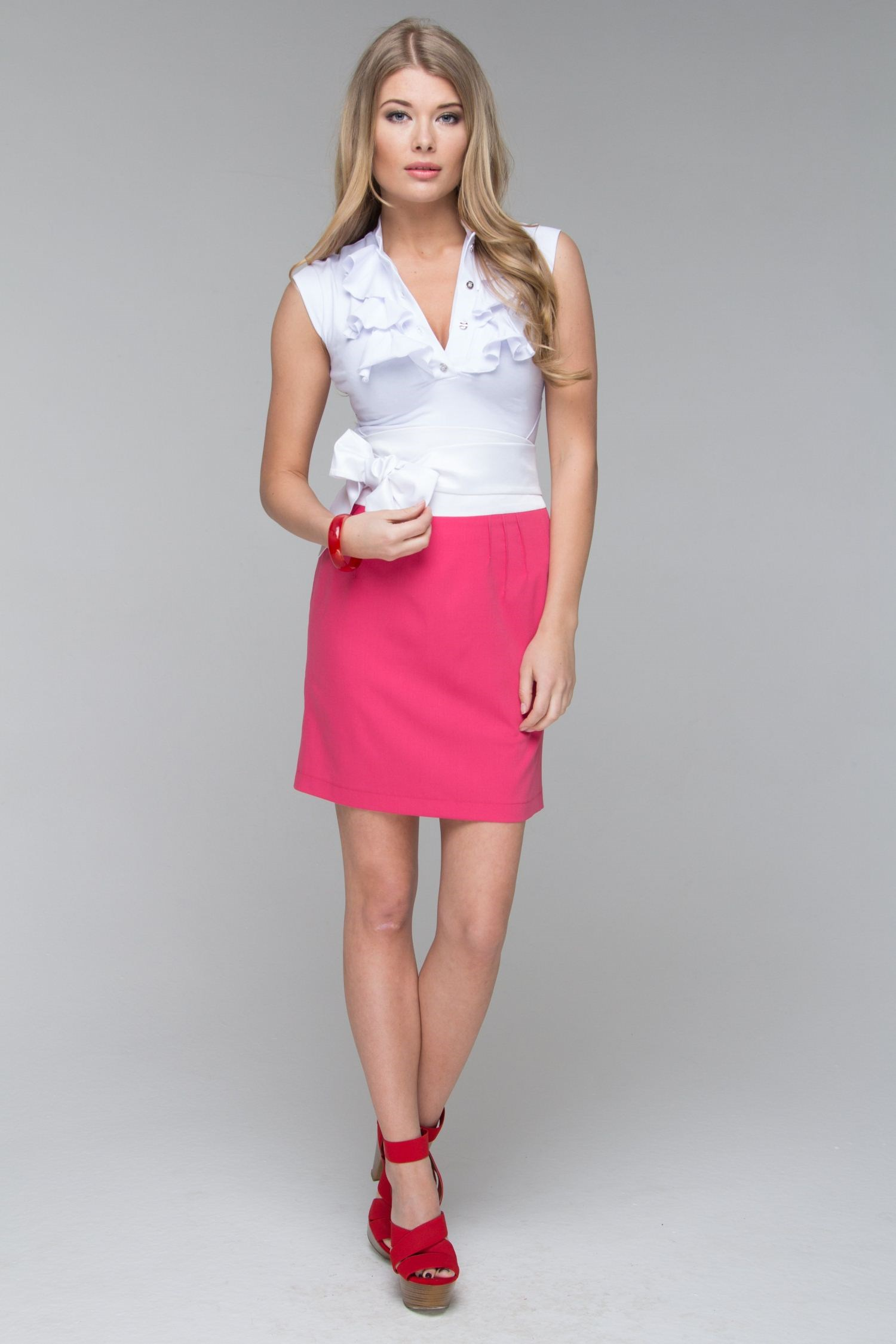Skirt with slit back and wide belt bow