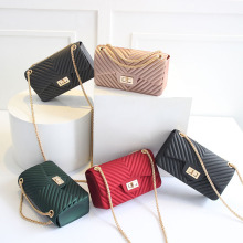 купить 2018 New Style Handbag Fashion Small Bag Metal Chain One-Shoulder Crossbody Bag Striped Handbag Clutch Female Messenger Bags по цене 1378.83 рублей
