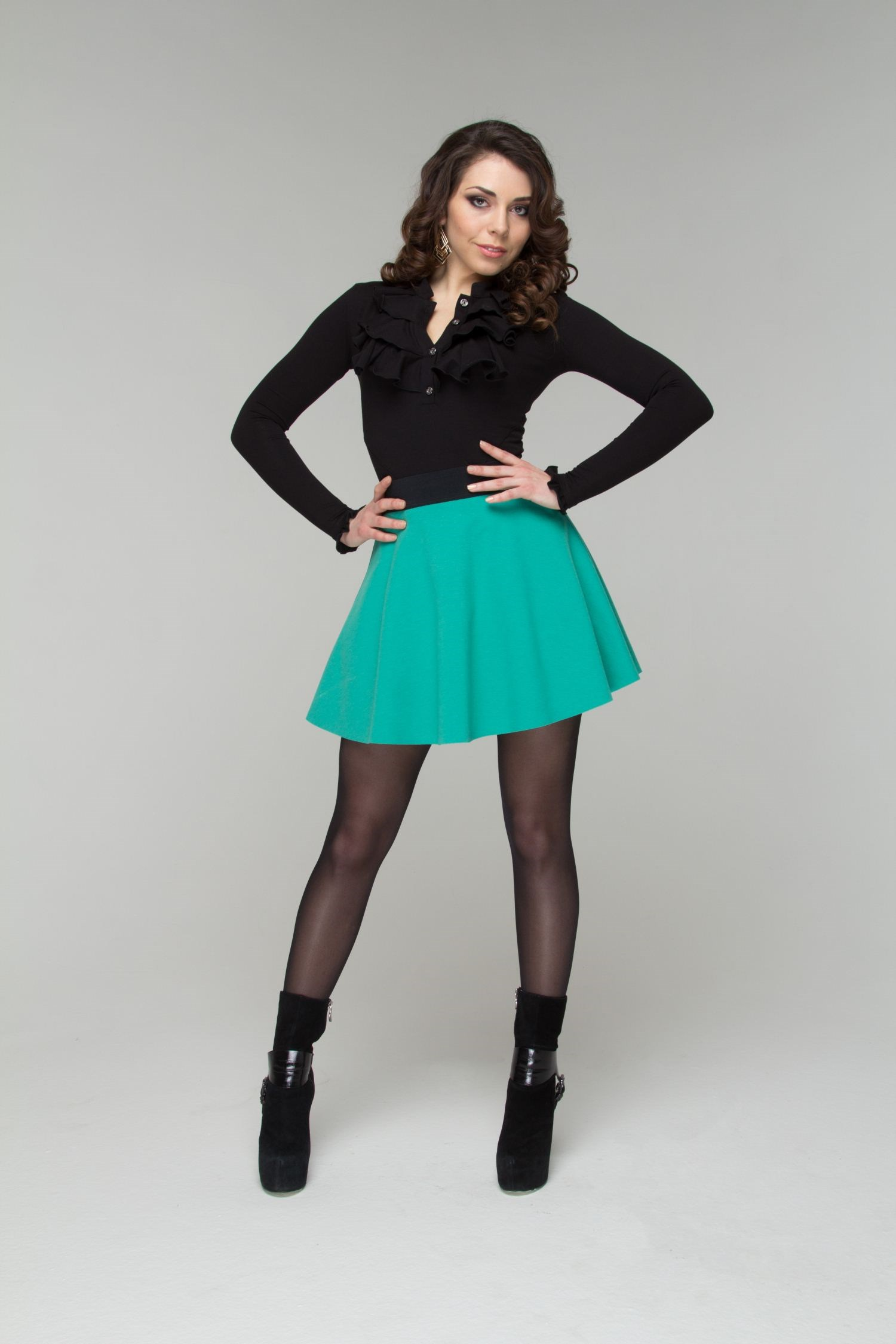 все цены на Short full skirt with belt with elastic band. онлайн