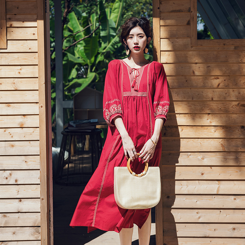 Make national long loose embroidery red long dress restoring ancient ways in the spring and autumn wind dress long sleeved dress