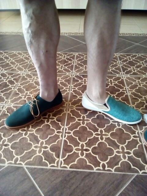 вторые ботинки этой модели. первые были на меху. брали на р. 40-41 российский, длина стопы 25,5-26 см. сидят как влитые. легкие, сделаны без косяков. на фото еще другая модель с тканевыми вставками - они шире, хотя размер одинаковый. муж говорит удобные.