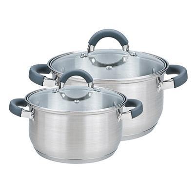 Un ensemble de casseroles