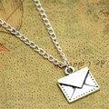 12 pçs/lote colar Envelope Envelope Envelope pingente Encanto Jóias, carteiro Mensagem Secreta