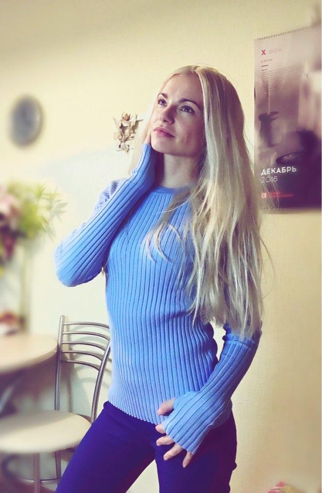 Джемпер в красивом голубом цвете