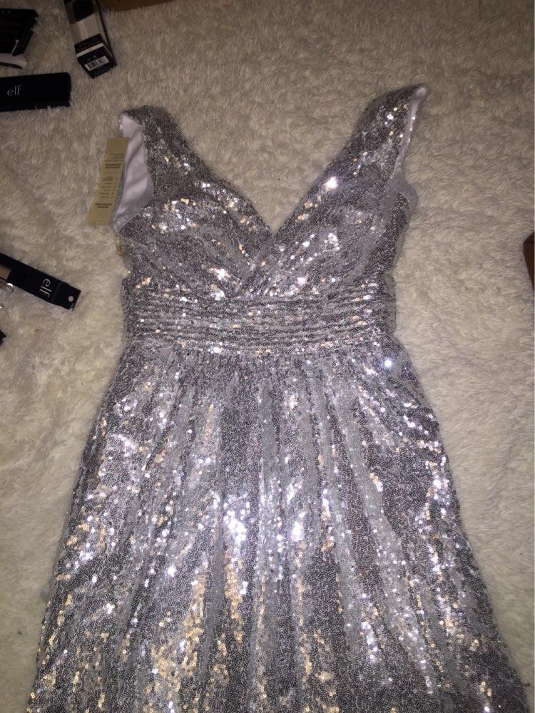 Платье супер. На мой размер  90-60-92 волновалась что, будет мал, но все подошло как раз, спасибо продавцу. Рекомендую!