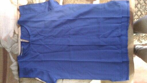 39 дней заказ шел. Неплохая блузка за 180 рублей. Торчит пару ниточек, но не критично. Швы все ровные. Ткань на свет немного просвечивает, но в целом все хорошо. Рекомендую.