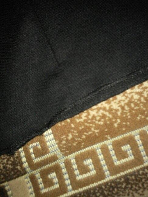 конечно, не так себе этот шарф представляла, но все равно, мне понравился. шарф отслеживался. с продавцом не общалась. доставка быстрая. примерно две недели.