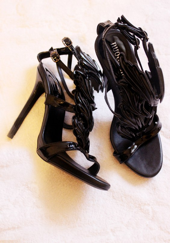 Отлично сделаны туфли, размер по сетке, продавец молодец, доставка быстрая!