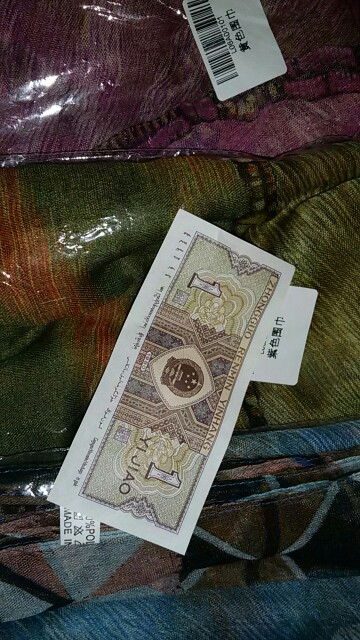 на шарфе были затяжки.продавец без вопросов вернул деньги.спасибо продавцу.