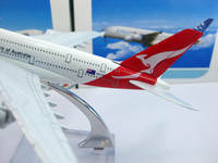бесплатная доставка : комплект, а380 dew Австралии, компания qantas, 16 см, модели самолета металла, ARB прототип машины