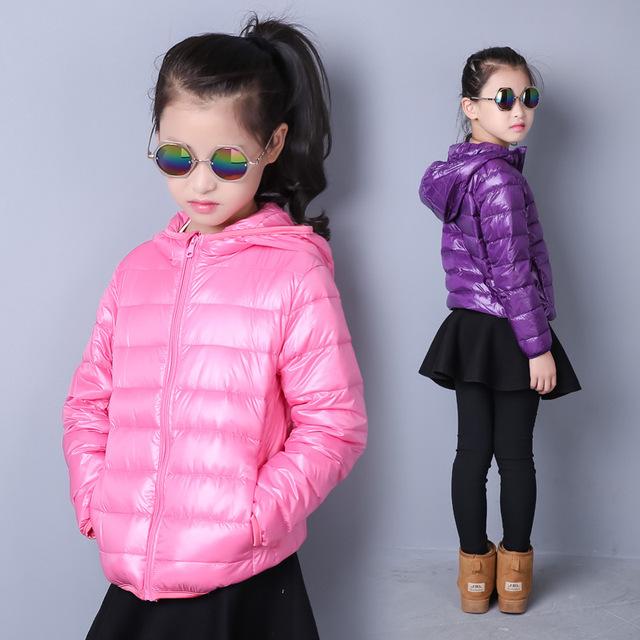 Jaqueta de Inverno Pato branco Para Baixo para o Bebê Meninas da menina ultra Luz Quente Moda de Down Parkas Casaco Para Baixo da Menina Simples cor