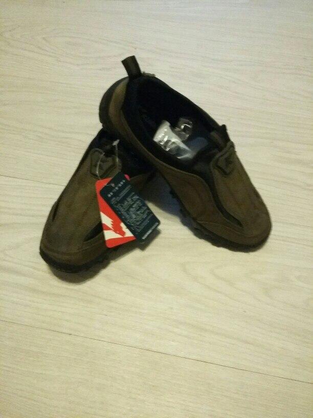 Мокасины хорошие, текстиль. Но маломерят просто жуть....заказала подростку на 38,5 размер 40....МАЛЫ!!! Рядом на фото кроссовки adidas размер 38... никакой разницы.
