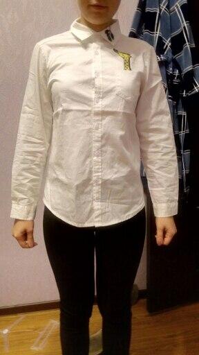 купила 11.11. пришла рубашка 25.11. как в  описании. с продавцом не общалась. цвет не кипельно-белый и дырочки для пуговицы плохо обработаны. длина рукава норм. на 167 (42-44 размер) L -подошла идеально