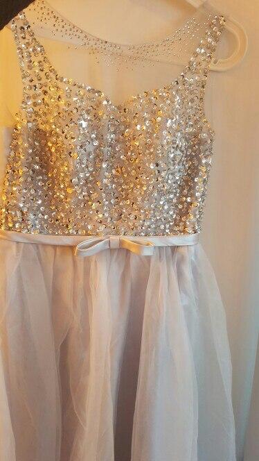 Красивое платье. Несколько недель  платье шили, дошло за 2 недели. Был дефект, продавец молниеносно согласился с суммой, которую я попросила компенсировать.