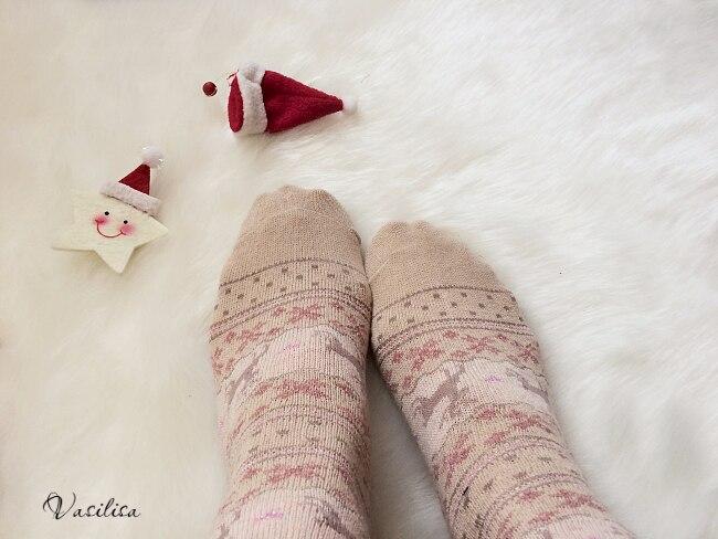 Всем привет! Хочу ВСЕХ жителей iTao поздравить с уже наступившим 2017 годом и пожелать всего только самого самого!!!  Не бойтесь мечтать, ведь мечты сбываются!!! А я в первый день Нового года хочу рассказать вам про зимние уютные носочки с оленями Я покупала эти носочки для дома, чтобы ощущать себя комфортно и уютно зимними вечерами) Заказала две пары: Red и Khaki, получила через полтора месяца