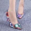 2016 nuevas Mujeres de la manera zapatos finos con zapatos puntiagudos de tacón alto Floral zapatos Mujeres bombas de gran tamaño 35-43