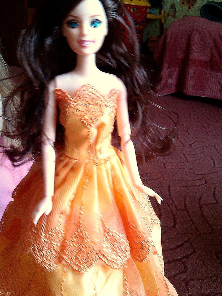 Кукла замечательная! Все суставы вращаются. Волосы густые., гладкие. Платье пошито очень хорошо.Дочь безумно счастлива. Доставка месяц в Краснодарский край. Спасибо за качественный товар.