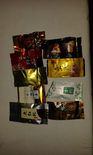товар дошел.трек отслеживаеться. одну попробовали в желтой упаковке очень приятный вкус. упакована хорошо, в пупырку.