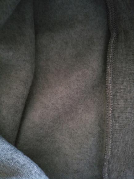 Хорошая толстовка, пришла недели за 3, внутри флис, очень теплая, длина рукавов отличная на 165 даже немного длинновато но мне нравится, свободная. Принт выглядит надёжно, надеюсь хватит на долго. Очень удобно и комфортно в ней. На работе все заценили.