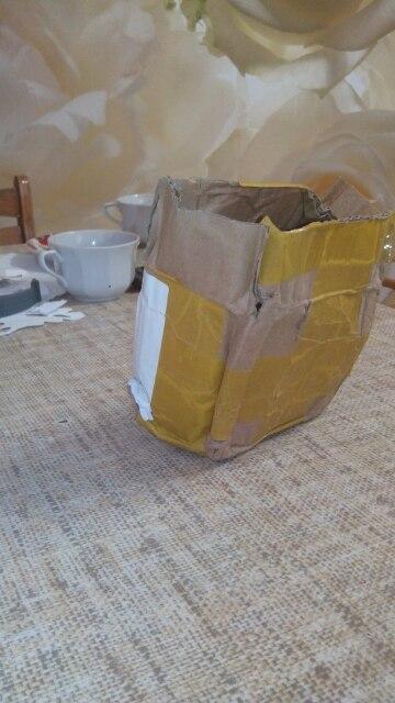 Доставка в Украину 53 дня. По упаковке наверное прыгали, вся погнута, но товар целый. На связь продавец выходил охотно. Сама герлянда была упакована в герметичный покет, и внутри были капли, просушил вроде работает.