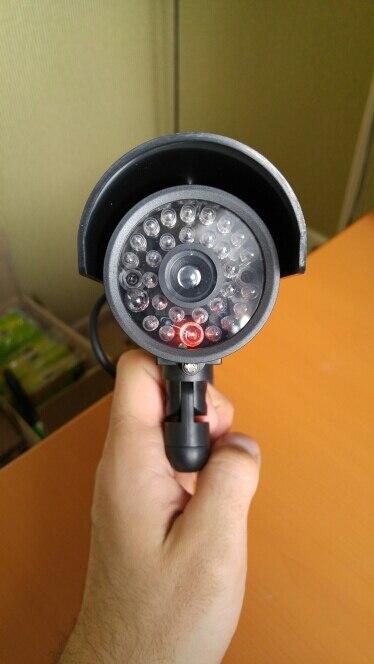Камеры нормального качества. Выглядят как настоящие. Если кто-то с расстояния 2 метра может понять, что эта камера фейковая, то это должен быть специалист по охранным системам с очень хорошим зрением. Красный светодиод, имитирующий работу камеры, периодически мигает. Упаковка не для нашей почты. Оригинальна упаковка была смята, но камеры целые. Заказывал 03.01.17, пришло в Самару 08.02.17.