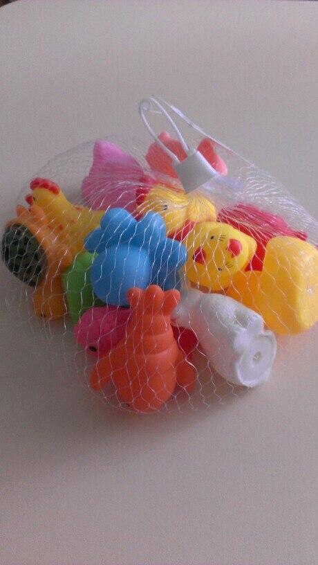 хорошие игрушечки, пищат, яркие, запаха нет, до перми за 21 день, рекомендую