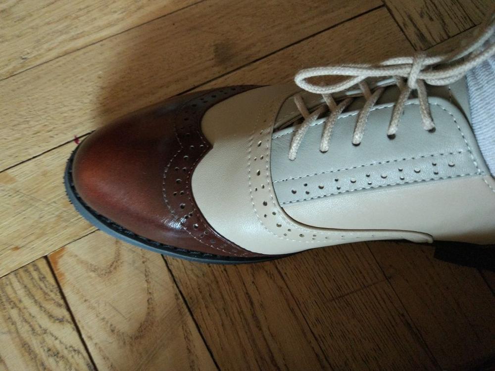 Пришли очень быстро -за 2 недели, доставили прямо до двери служба доставки СДЭК.  Ботиночки очень красивые , но на размер примерно больше.  На российский 39-40  брала 9 размер. До этого покупала другие ботинки тоже 9го, сели идеально. Длина стопы 25,5 см.