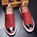 2017 Nuevos hombres de moda ronda zapato de cuero remache pelo pie estilista Discoteca zapatos Planos de Los Holgazanes de Los Hombres Zapatos Casuales tamaño EE. UU. 8.5