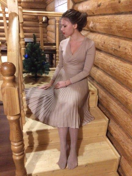 Самое популярное платье Алиэксппесс! Да, я также поддалась всеобщему ажиотажу и мечтала об этом женственном трикотажном изделии с юбкой плиссе!