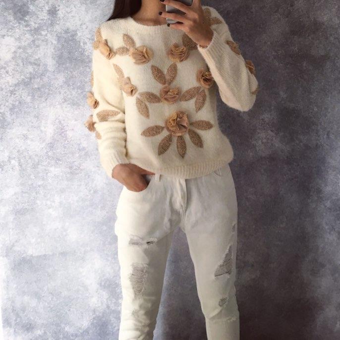 Красивый свитер цвета шампань с цветочками с Алиэкспресс