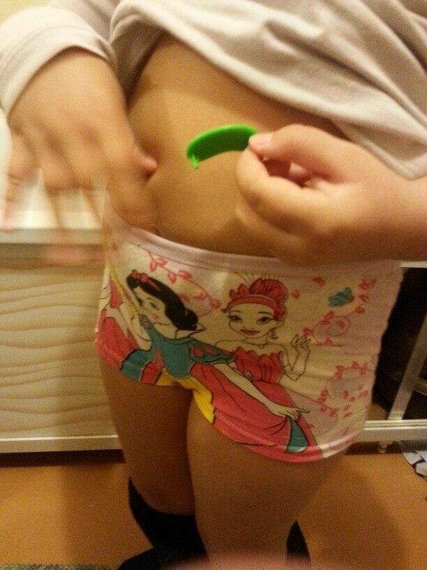 Заказывала на пухленькую девочку 4,5 лет. Отлично сели. Вообще идеально для пухликов...резинки не тугие и не натрут.