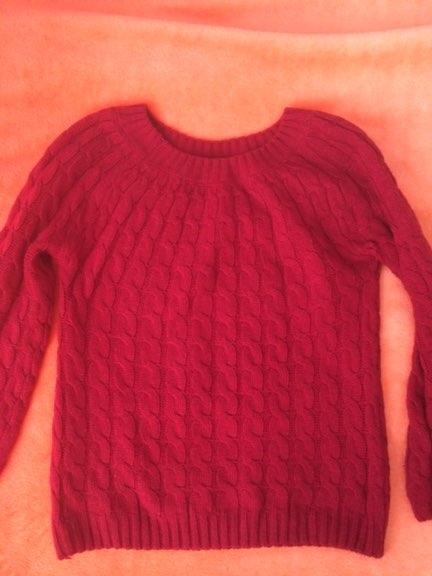 Лёгкий и простой свитер по очень бюджетной цене
