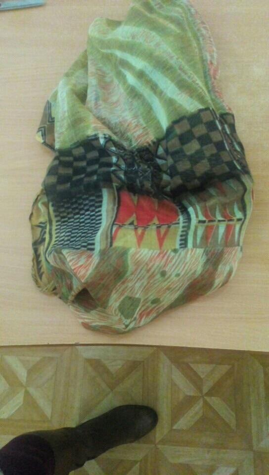 шарфом довольна, шёл долго без отслеживания, расцветка не совпала с выбранной картинкой, но в целом я довольна, спасибо!