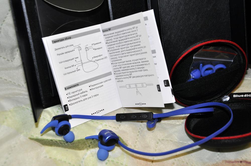Наушники полностью устраивают, звучат хорошо. Заряд держат заявленный. Проблем с настройкой и связью по Bluetooth не возникло. Упаковано отлично! За чехол отдельный респект. Рекомендую.